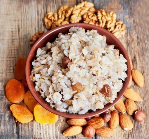 Porridge with nuts